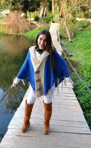 poncho bicolor azul - beige