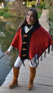 poncho bicolor rojo -negro